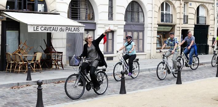 visite de paris à vélo en groupe