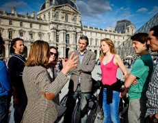 Exclusive Bike Tour of Paris center and the Louvre Museum