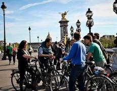 Visite guidée exclusive  Tour à vélo + Le Louvre